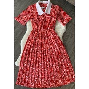 Vintage Le Maison Carroll Peter Pan Collar, pleated dress.  Size 6 petite